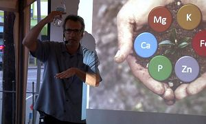 Jon Chorover (U of Arizona) presenting 'Introduction to the Critical Zone' during the 2015 Critical Zone Science Cafe Series.